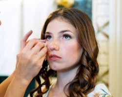 Kiss and makeup Beauty Services