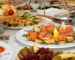 A La Carte Catering & Cakes